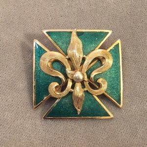 Jewelry - Vintage Victorian inspired brooch